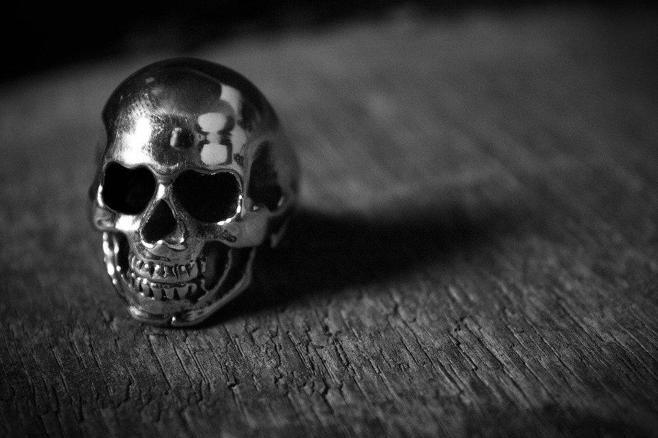 bague tete de mort
